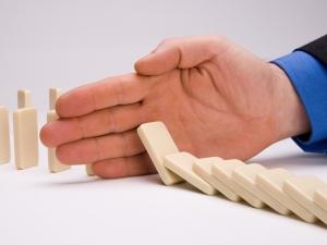 domino-effect-hand